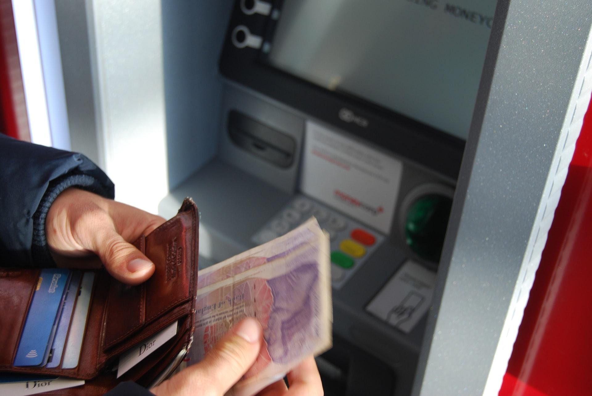 ¿Son seguros los cajeros automáticos en tiempos de Covid?